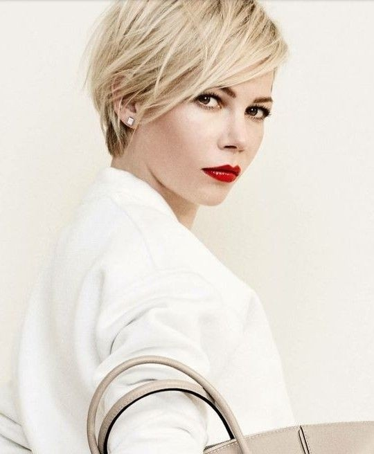 11. Chic Layered Hairstyle for Short Hair