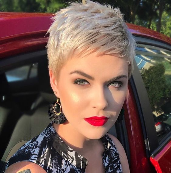 1. Best Messy Pixie Hairstyle