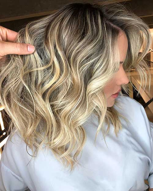 22. Short Wavy Blonde Bob Hairstyle