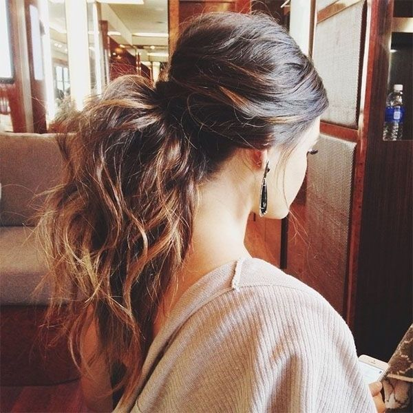 Curly hair ponytail