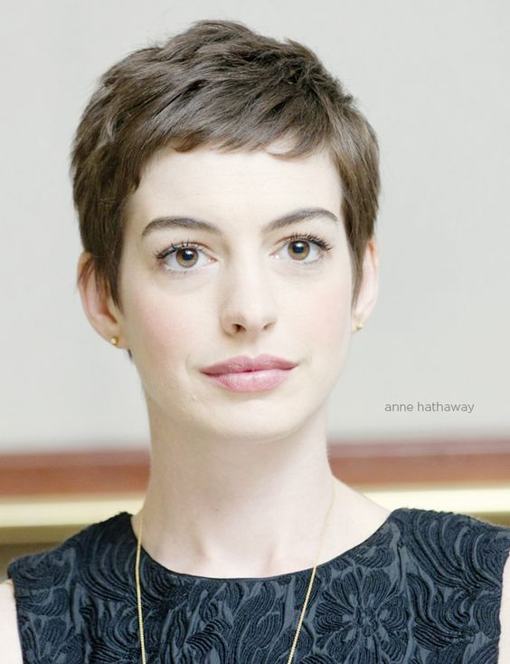 Chic Look Celebrities Hairstyles in Pixie Cut