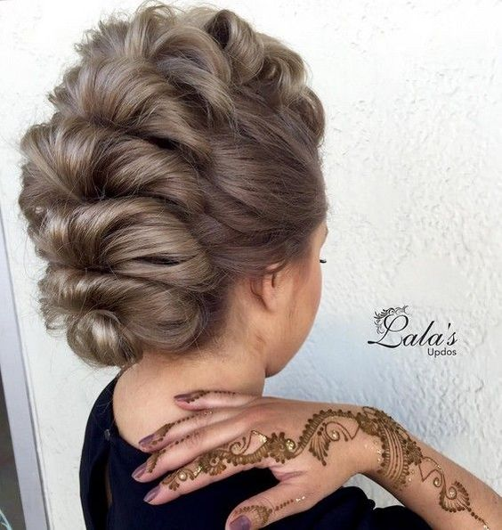 Super Trendy Updo Ideas for Medium Length Hair