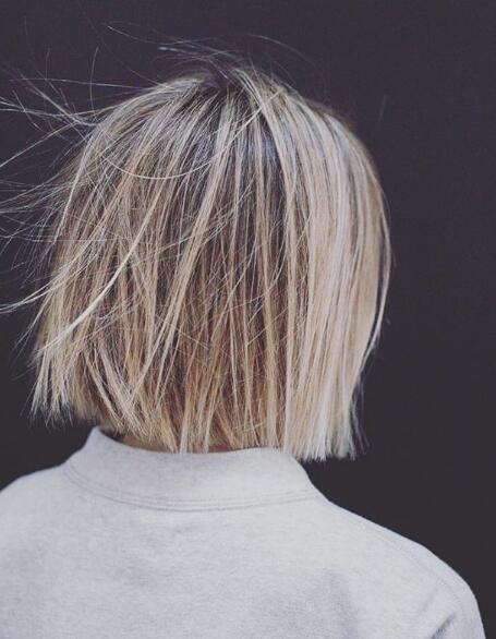 Bobhaircut with blonde highlights