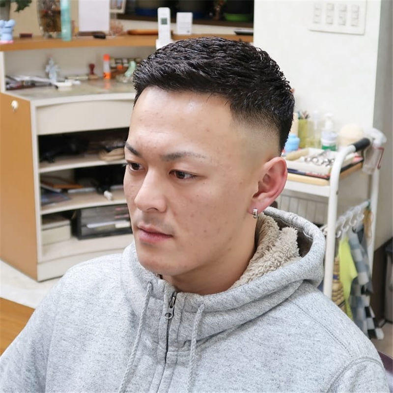 Cool Short Haircut for Men with Highlight in 2020-07