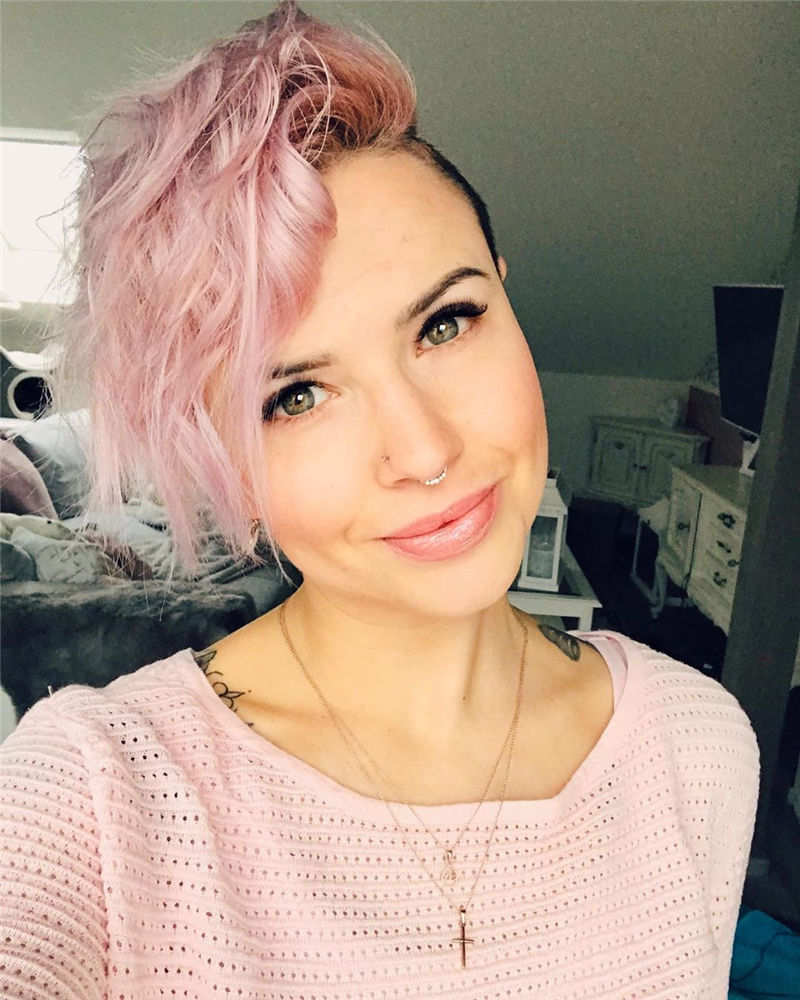 Popular Short Pixie Cut Hairstyles with Casual and Prom Looks-34