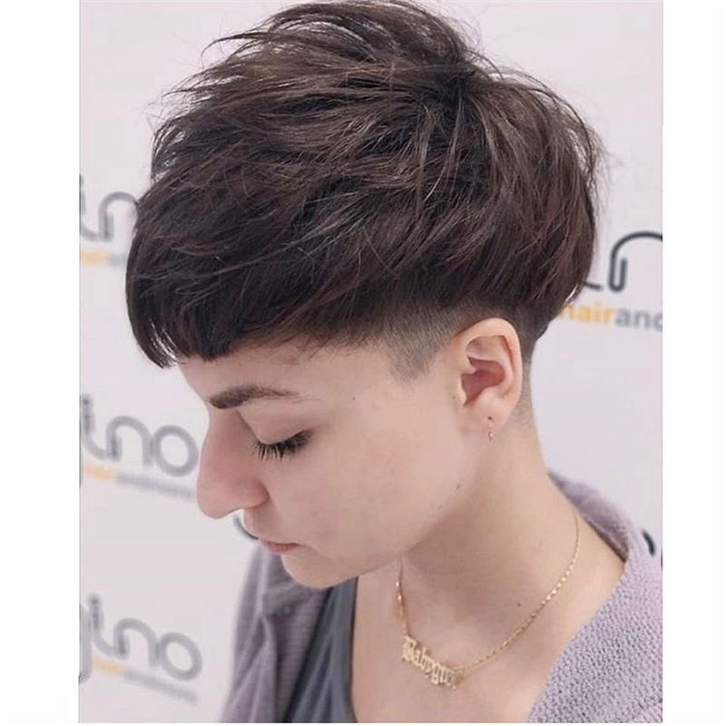 Short Haircuts For Women Not to Miss Out This Year-30