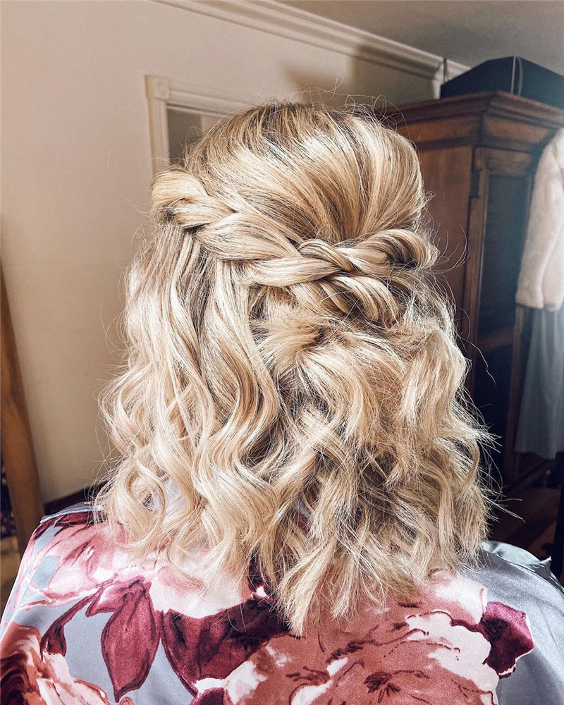 Stunning Messy Hairstyles to Look Attractive-17