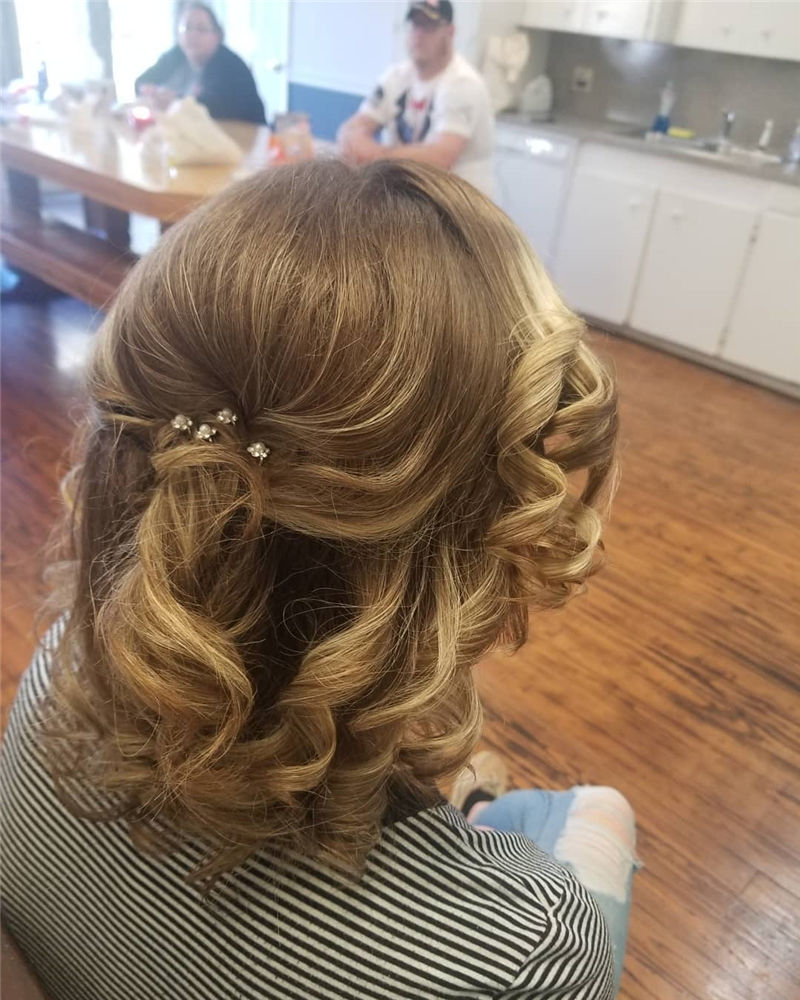 The Perfect Bridal Updo Hairstyles That You Will Totally Adore-11
