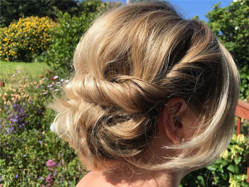 The Perfect Bridal Updo Hairstyles That You Will Totally Adore-19