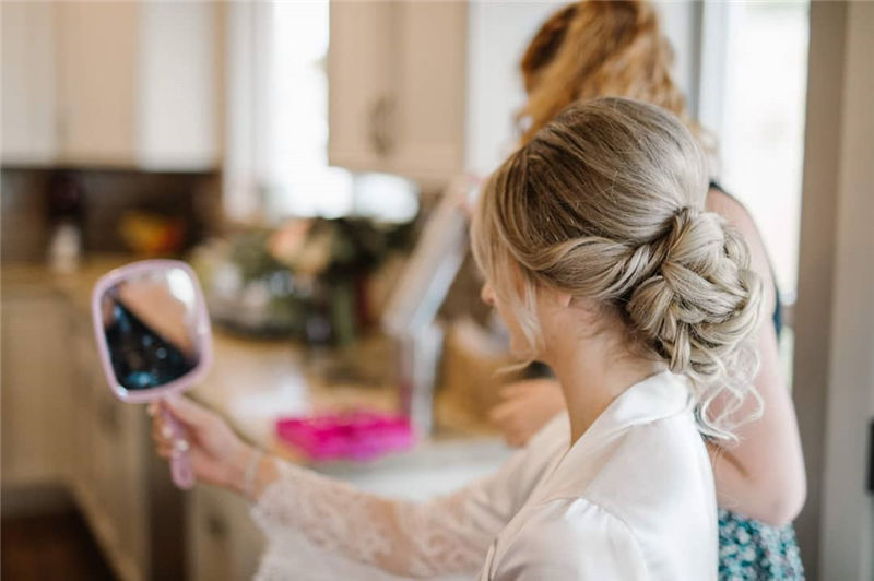 The Perfect Bridal Updo Hairstyles That You Will Totally Adore-35