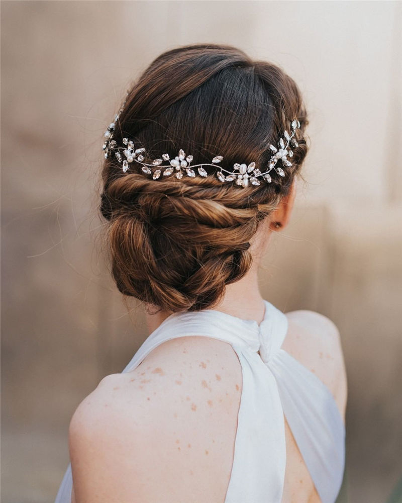 The Perfect Bridal Updo Hairstyles That You Will Totally Adore-37