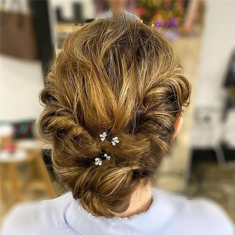 Trendy Wedding Hairstyles For Bride to Copy in 2020-01