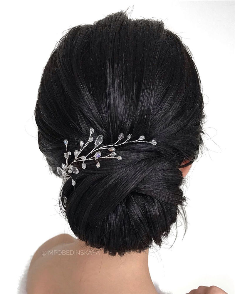 Trendy Wedding Hairstyles For Bride to Copy in 2020-15