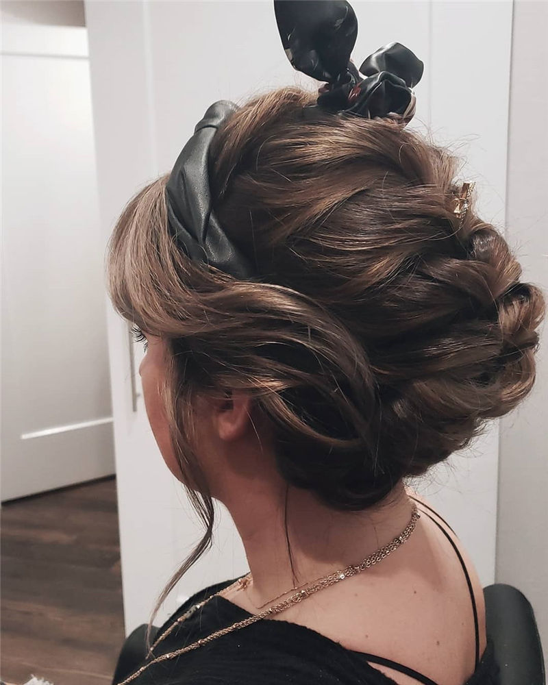 Trendy Wedding Hairstyles For Bride to Copy in 2020-16