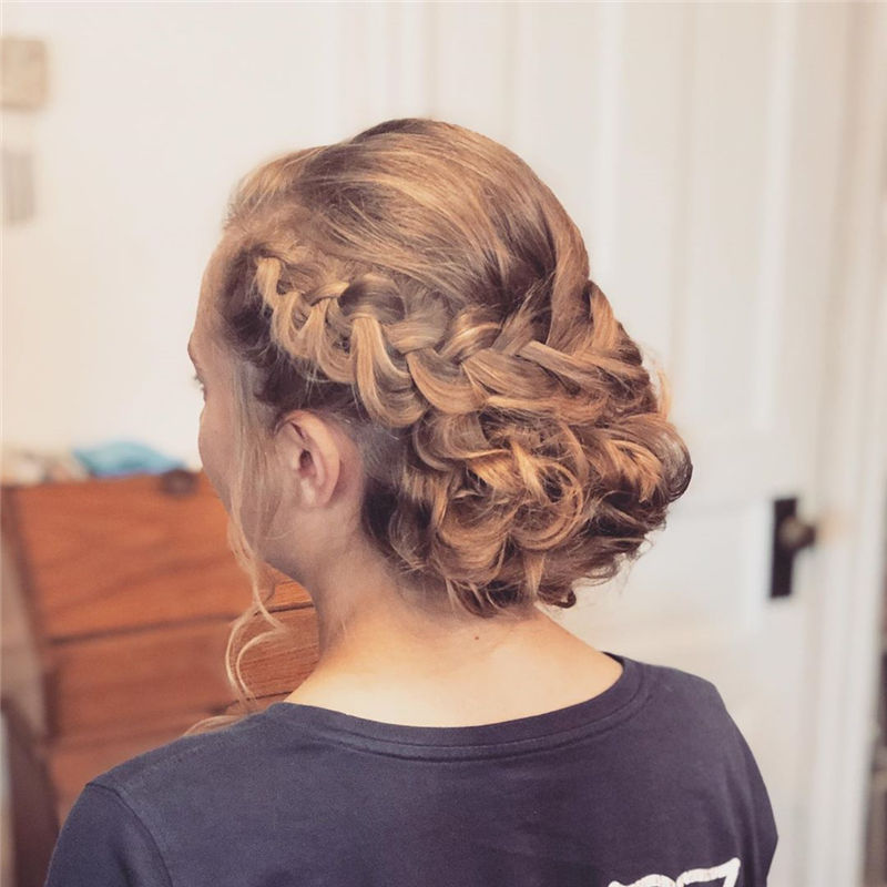 Trendy Wedding Hairstyles For Bride to Copy in 2020-38