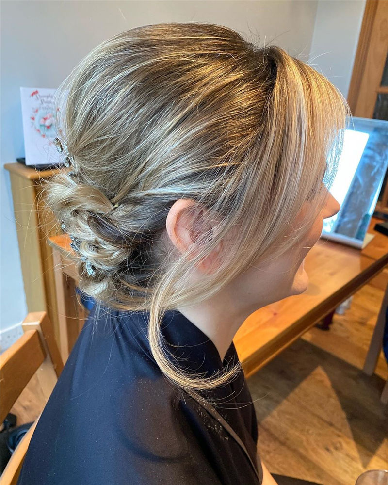 Trendy Wedding Hairstyles For Bride to Copy in 2020-44