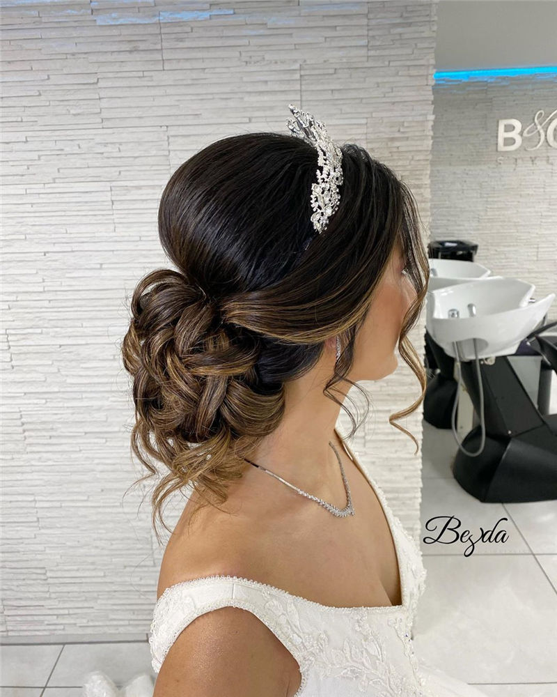 Trendy Wedding Hairstyles For Bride to Copy in 2020-47