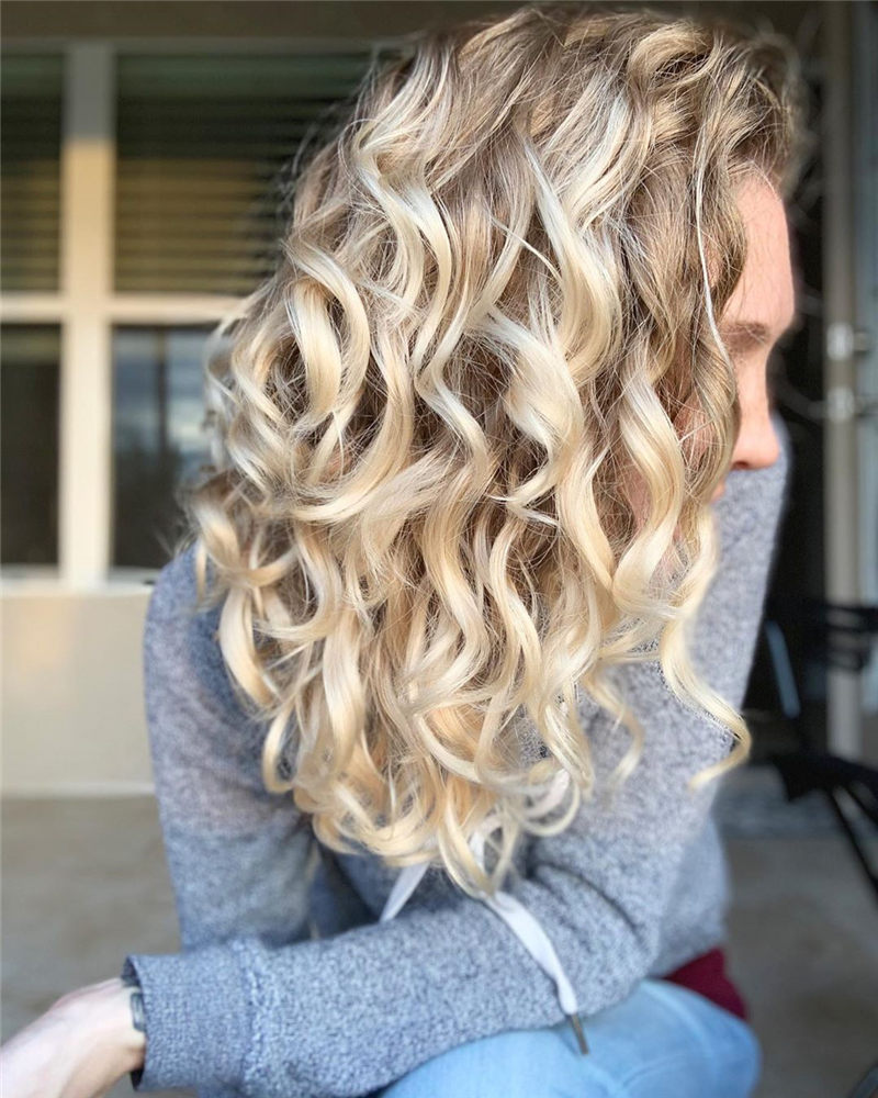 Chic Wavy Hairstyles You Can Do Yourself-05