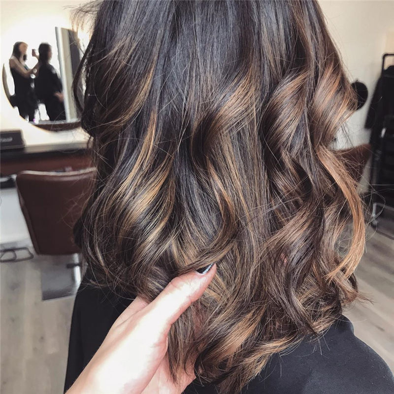 Chic Wavy Hairstyles You Can Do Yourself-34