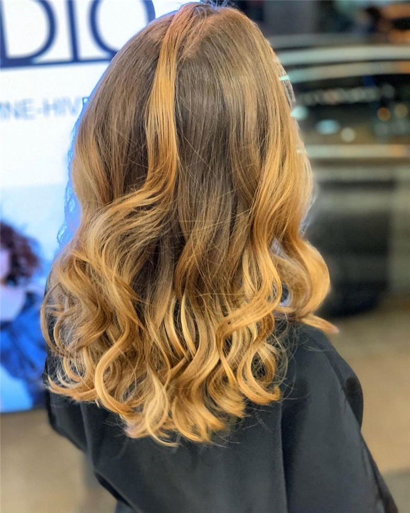 Chic Wavy Hairstyles You Can Do Yourself-35