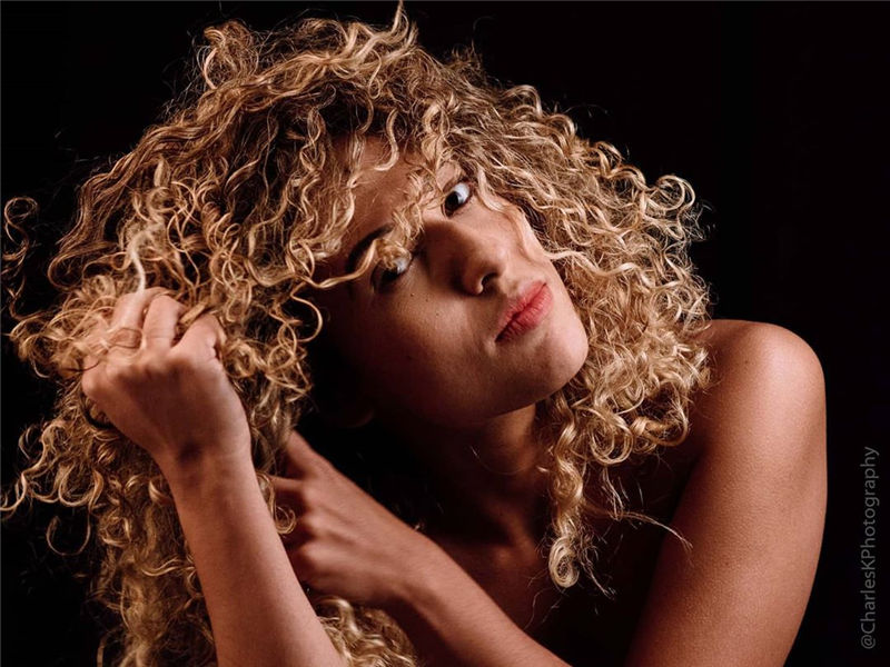 Cute Curly Blonde Hairstyles for An Amazing Look 36
