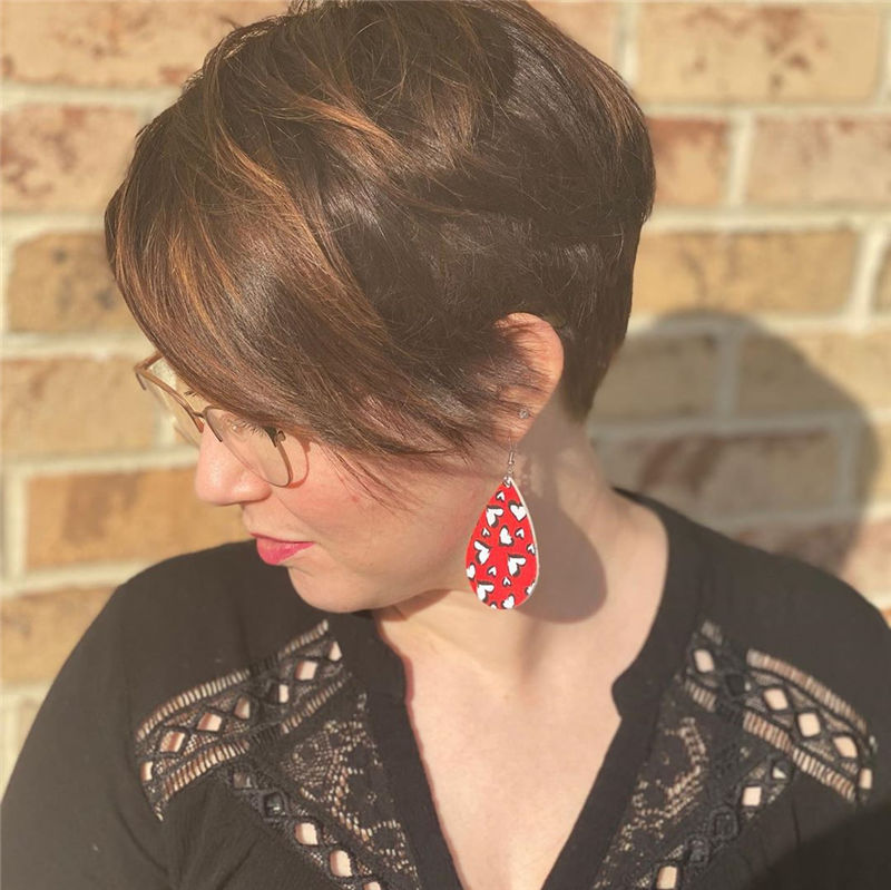 Most Popular Pixie Haircuts for A Trendy Look-36