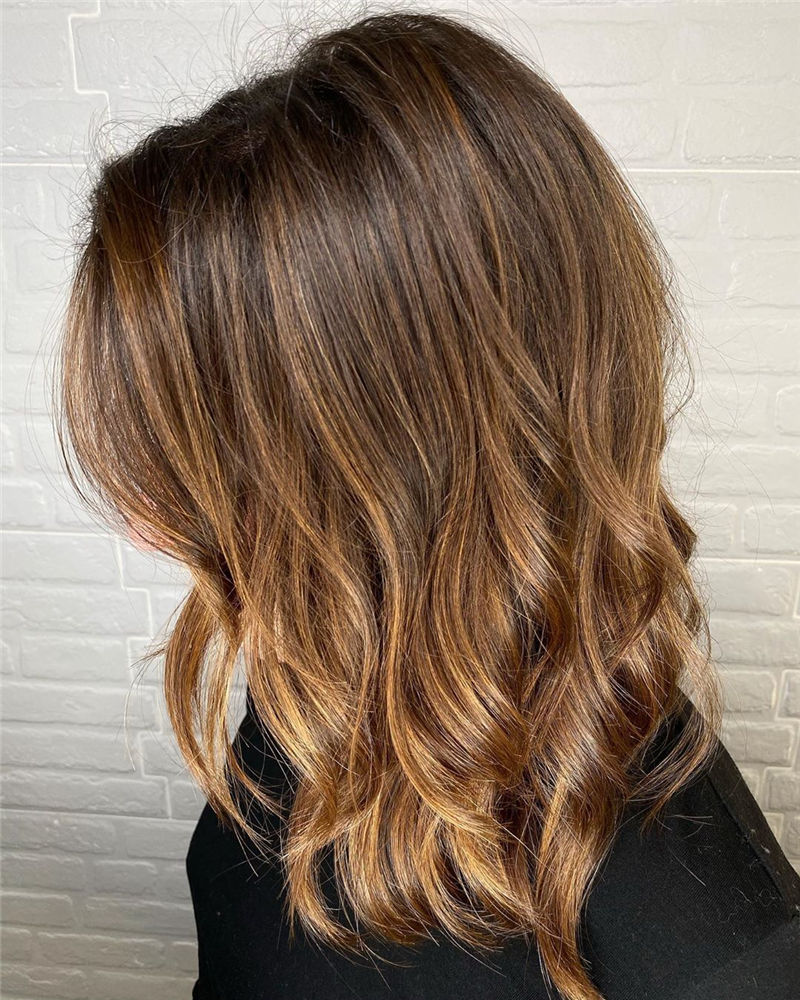 Stunning Medium Hairstyles to Try for This Year-02