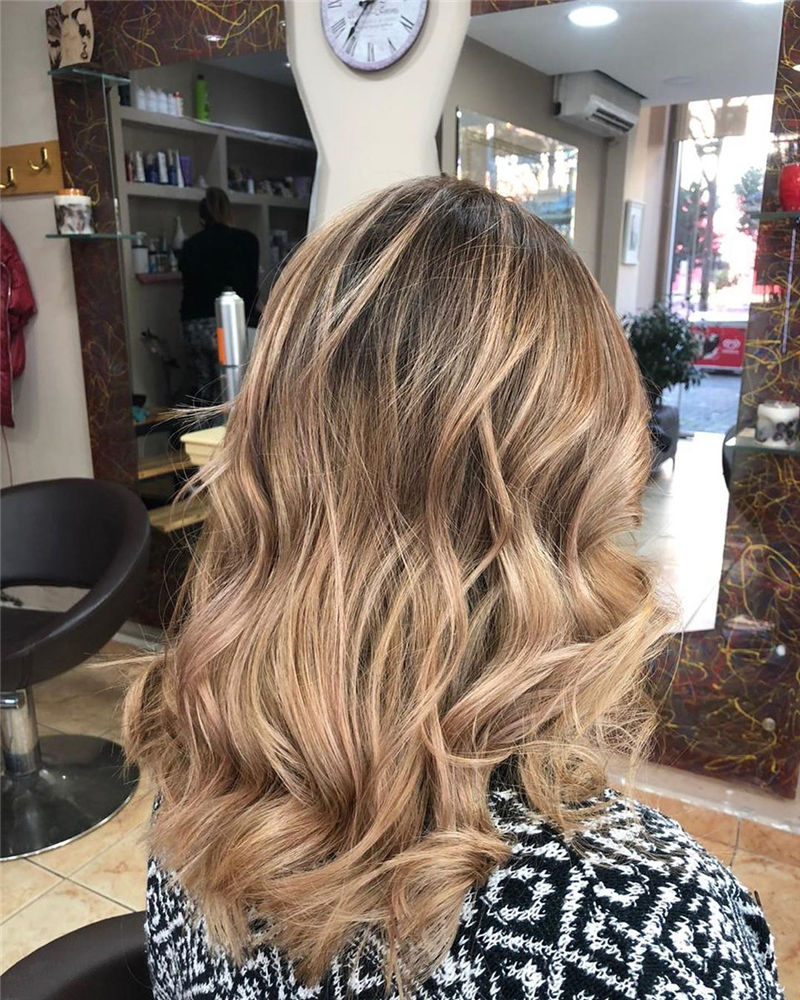 Stunning Medium Hairstyles to Try for This Year-18