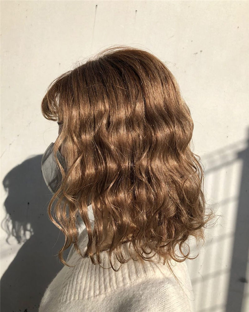 Stunning Medium Hairstyles to Try for This Year-24