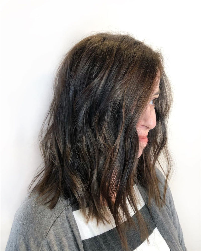 Stunning Medium Hairstyles to Try for This Year-26