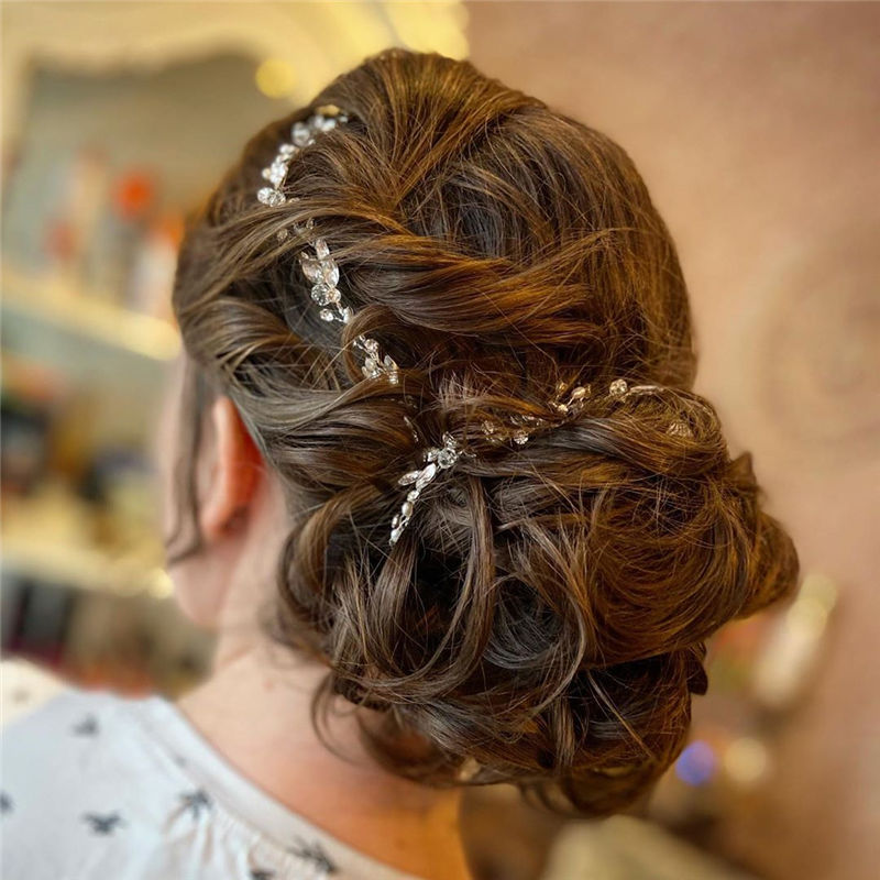 Stunning Updos To Wear To Your Next Party-06