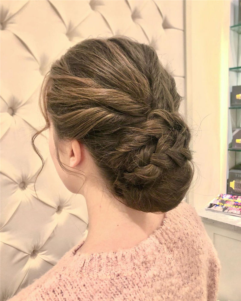 Stunning Updos To Wear To Your Next Party-14