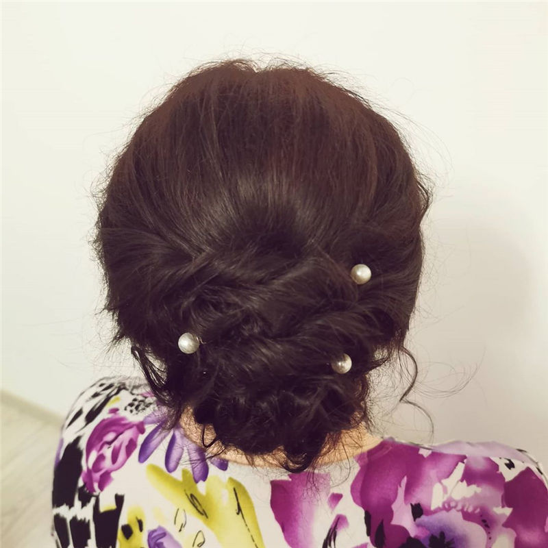 Stunning Updos To Wear To Your Next Party-35