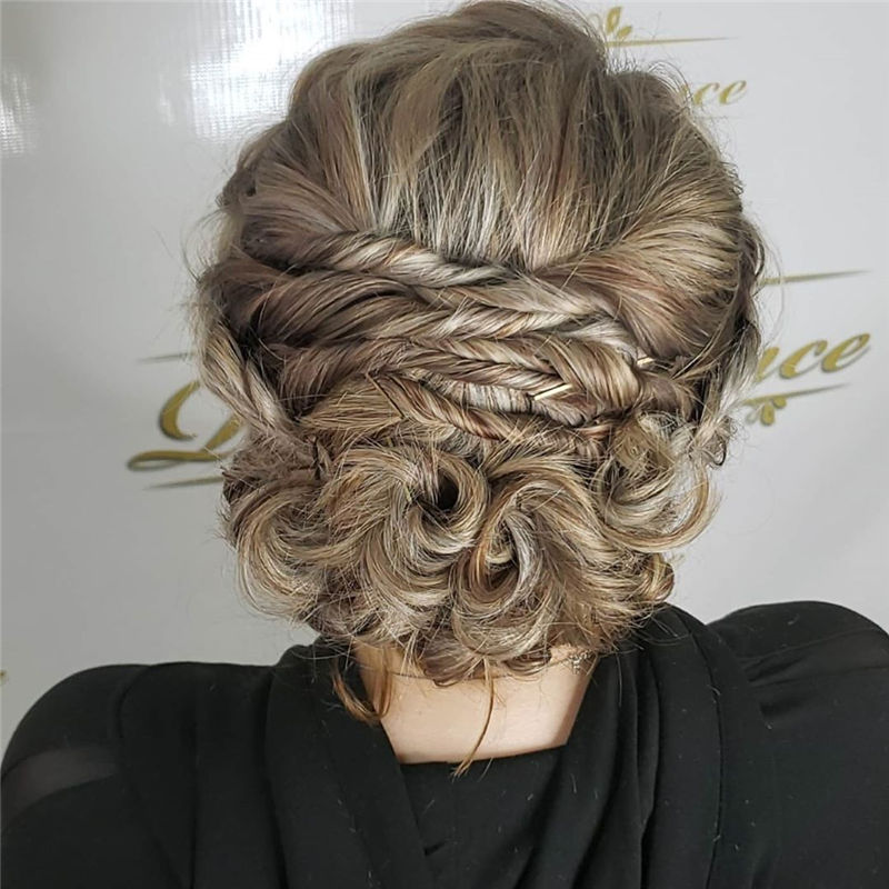 Stunning Updos To Wear To Your Next Party-42