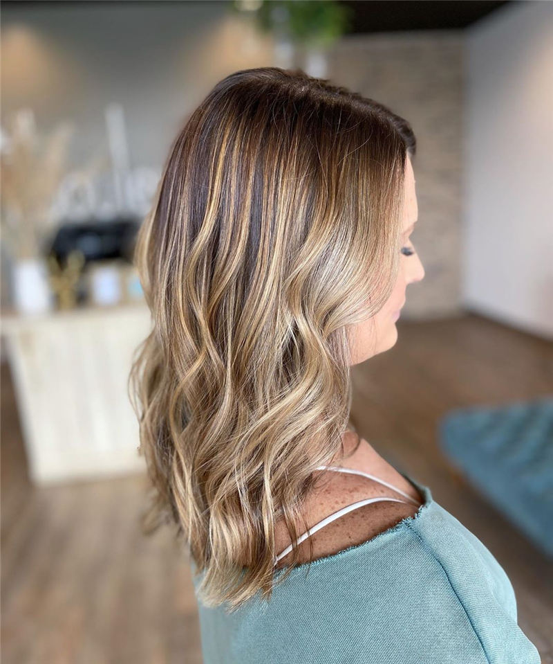 Chic and Sexy Medium Length Hair You Should Try 05