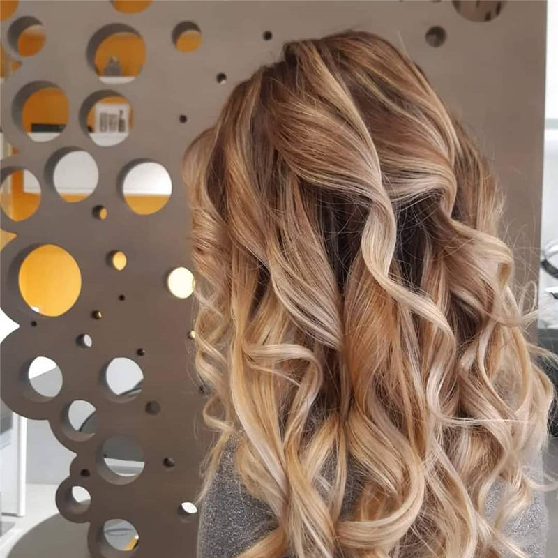 Chic and Sexy Medium Length Hair You Should Try 20