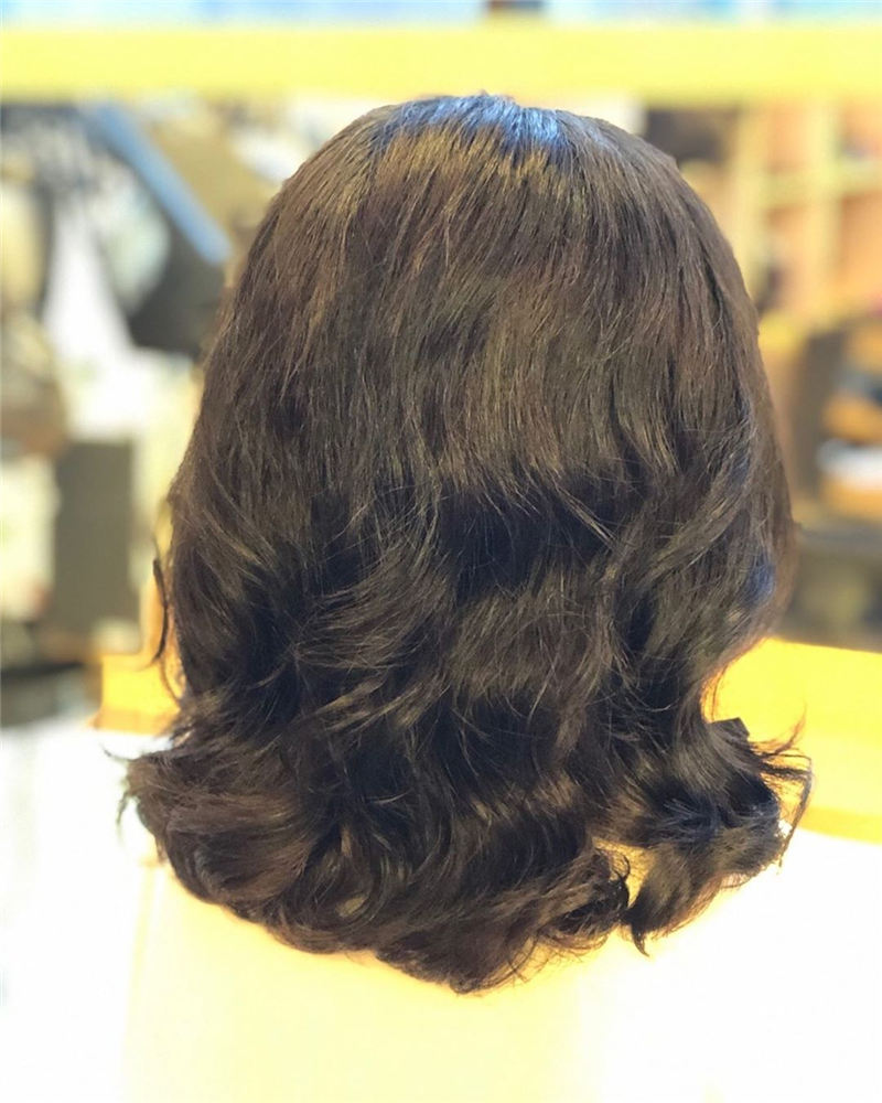 Chic and Sexy Medium Length Hair You Should Try 21