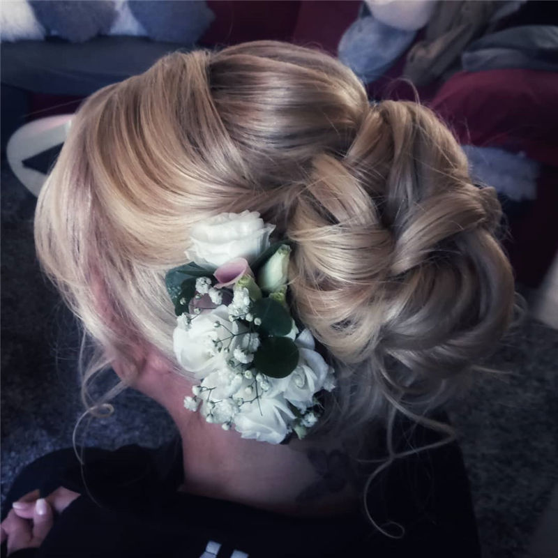 Perfect Updo Hairstyles for Women That Makes You Pretty 25