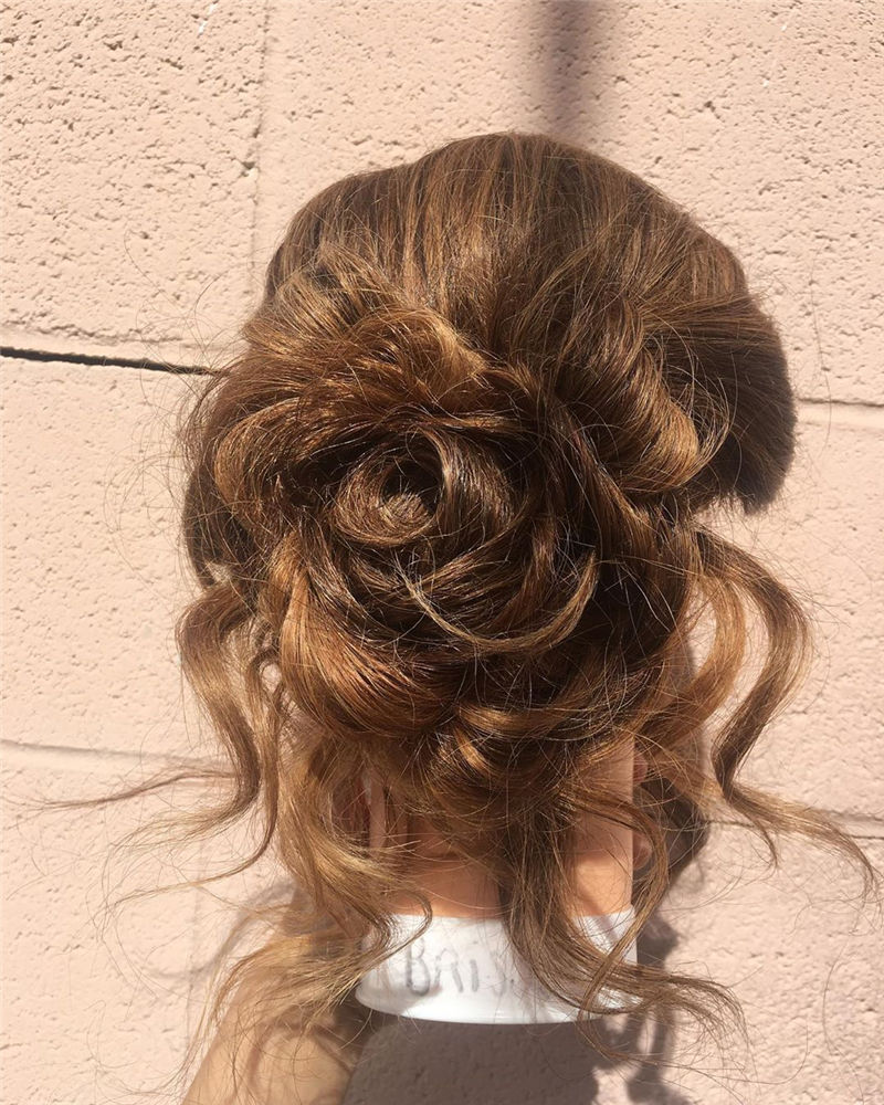 Perfect Updo Hairstyles for Women That Makes You Pretty 36
