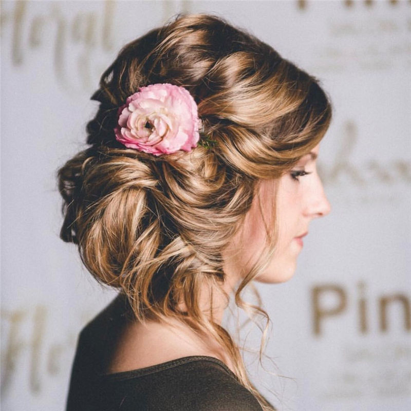 Perfect Updo Hairstyles for Women That Makes You Pretty 48