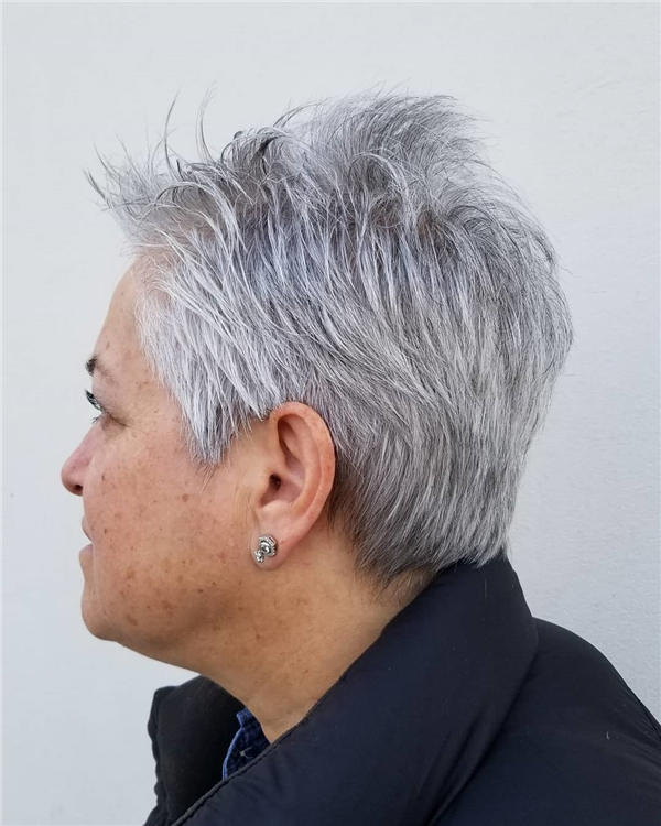 Best Short Gray Hair You'll Want to See 24