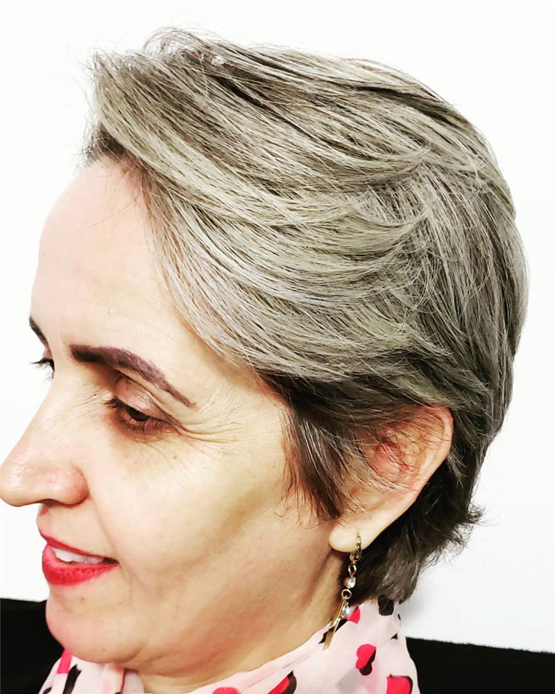 Classy and Simple Pixie Haircut for Older Ladies 05