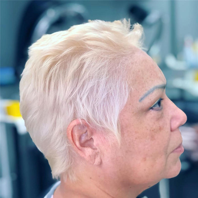 Classy and Simple Pixie Haircut for Older Ladies 30