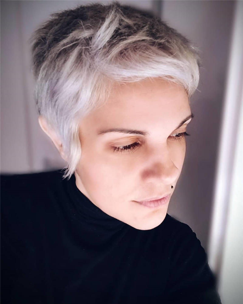 Classy and Simple Pixie Haircut for Older Ladies 40