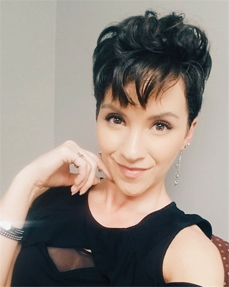 Coolest Short Pixie Haircuts with Bangs 2020 01
