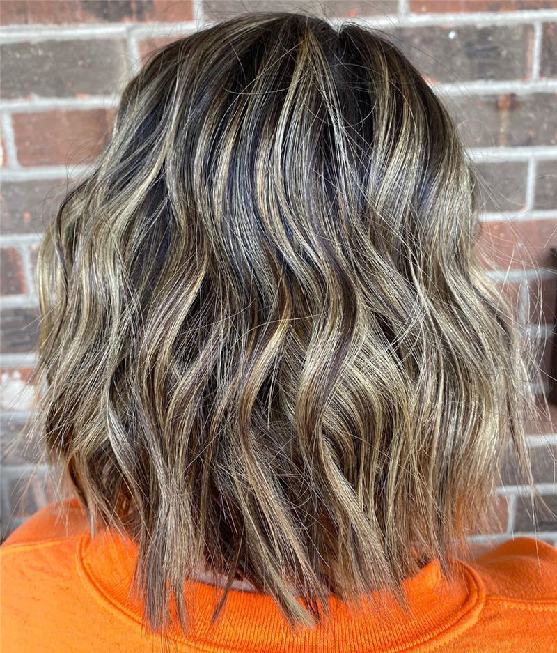 Best Short Wavy Hairstyles For Women 2021 45