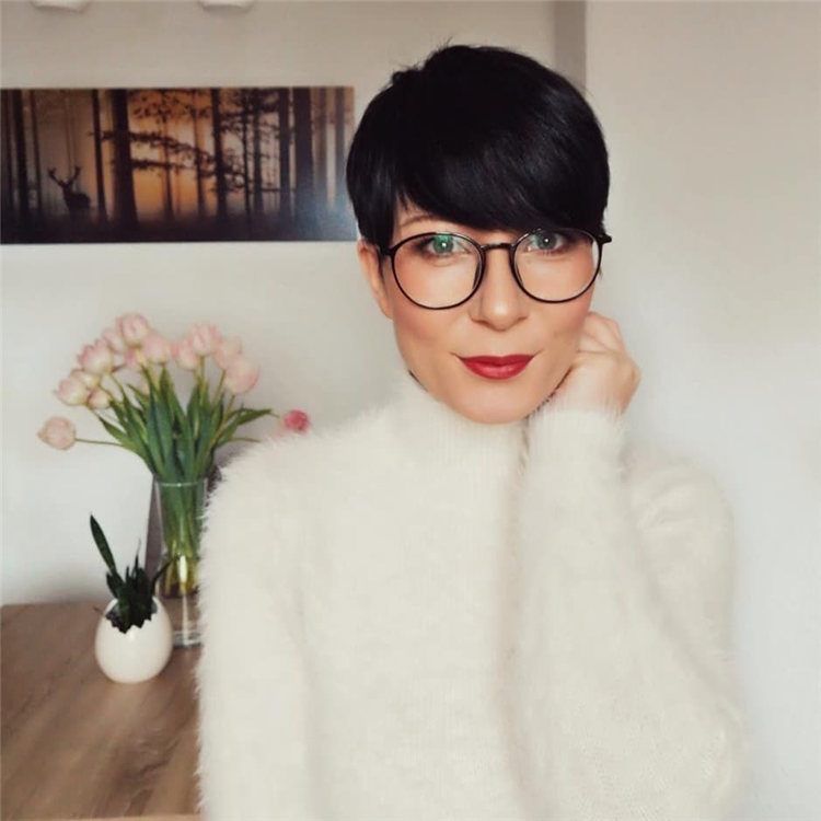 Short Pixie Hairstyle 1