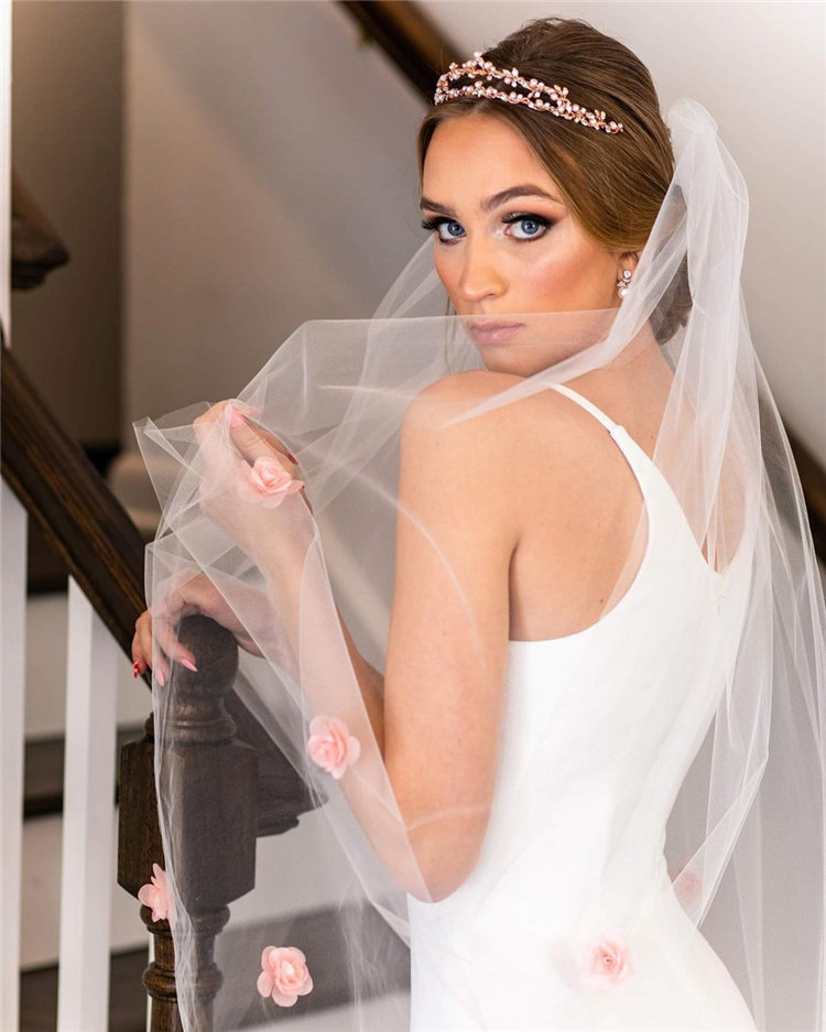 Wedding Hairstyles with Veil to Look Gorgeous for 2021 29