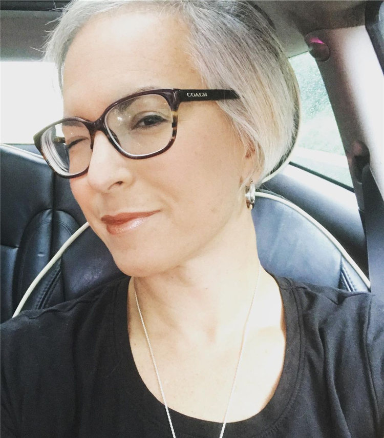 Short Grey Hair for Over 40